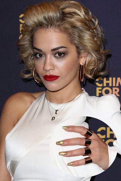 Rita Ora es de las famosas que más impone moda con las creaciones que se...