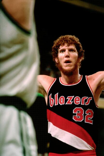 Con Portland, Walton consiguió el título en la temporada 1976-77.