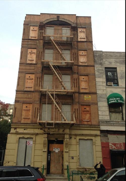 Las autoridades alegan que la renovación de este edificio, en el 21 de l...