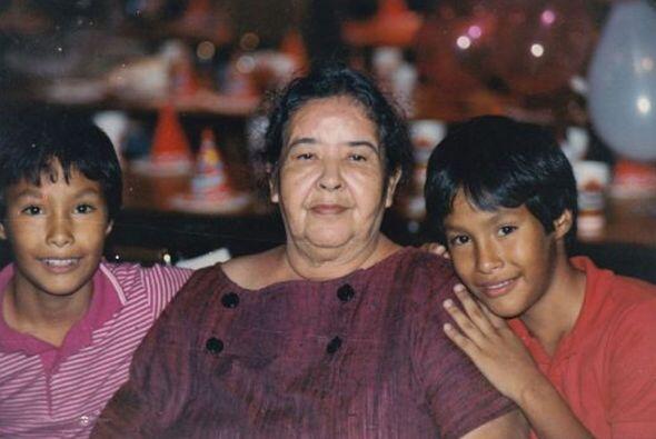 La abuela Victoria Castro emigró a Coahuila, México, a Estados Unidos en...
