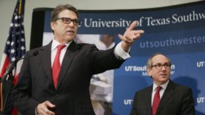Perry solicitó que se acrediten más laboratorios en otras partes de Texas.