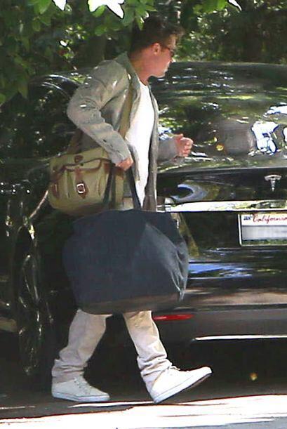 Él cargaba todas las maletas. Mira aquí los videos más chismosos.