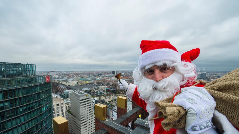 Santa Claus en un edificio en Berlín