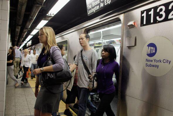El metro funcionaba casi normalmente en la mañana del lunes, un gran ali...
