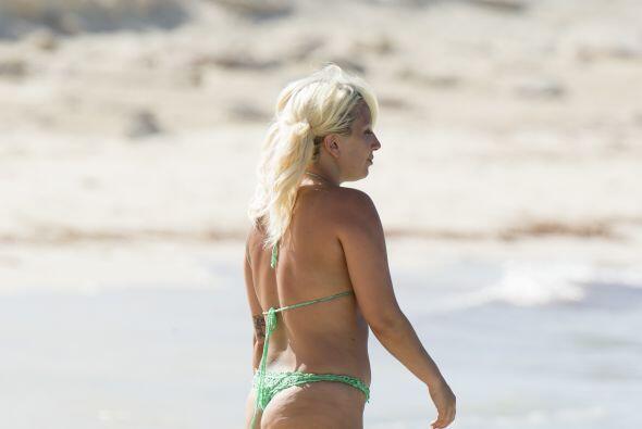 Otra cantante que deja de ser diva cuando anda por la playa es Lady Gaga...