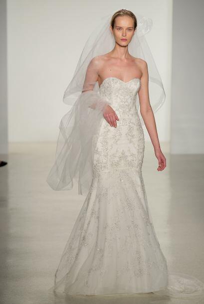 El velo deberá ser muy sencillo para no opacar al hermoso vestido.