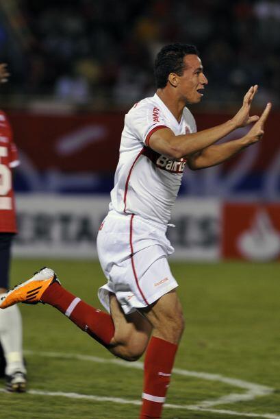 Leandro Damiao anotó el tercer gol del Inter que fluego ue reemplazado p...
