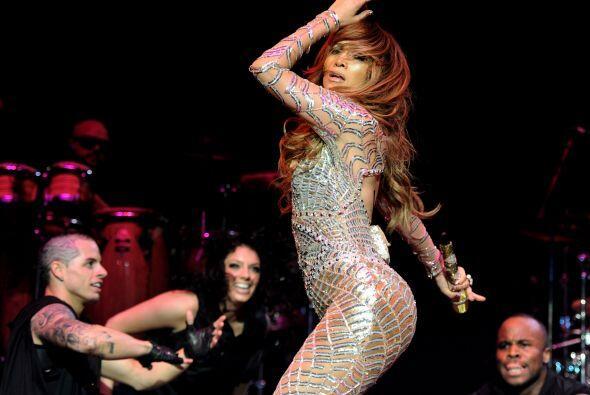 En 2012 Jenni se fue de gira con Enrique Iglesias, y sobre el escenario...