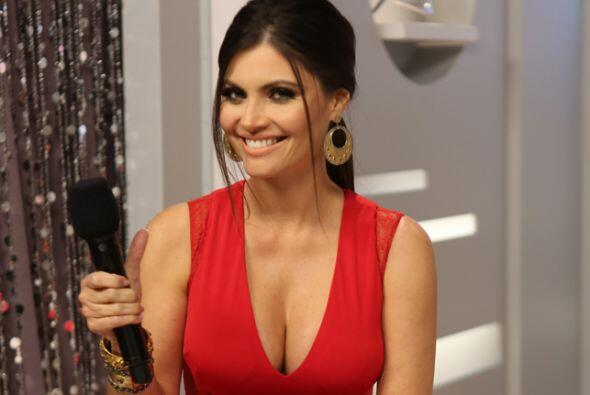 Chiquinquirá Delgado también nos sorprendió con este vestido rojo.
