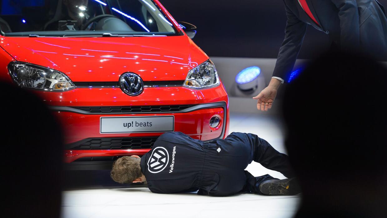 Comediante protagoniza protesta durante presentación de VW en Ginebra 2016
