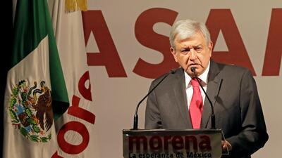 El candidato presidencial Andrés Manuel López Obrador en una asamblea de...