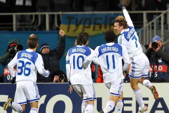 A Schevchenko, ahora en el Dynamo de Kiev, le sigue gustando hacerle gol...