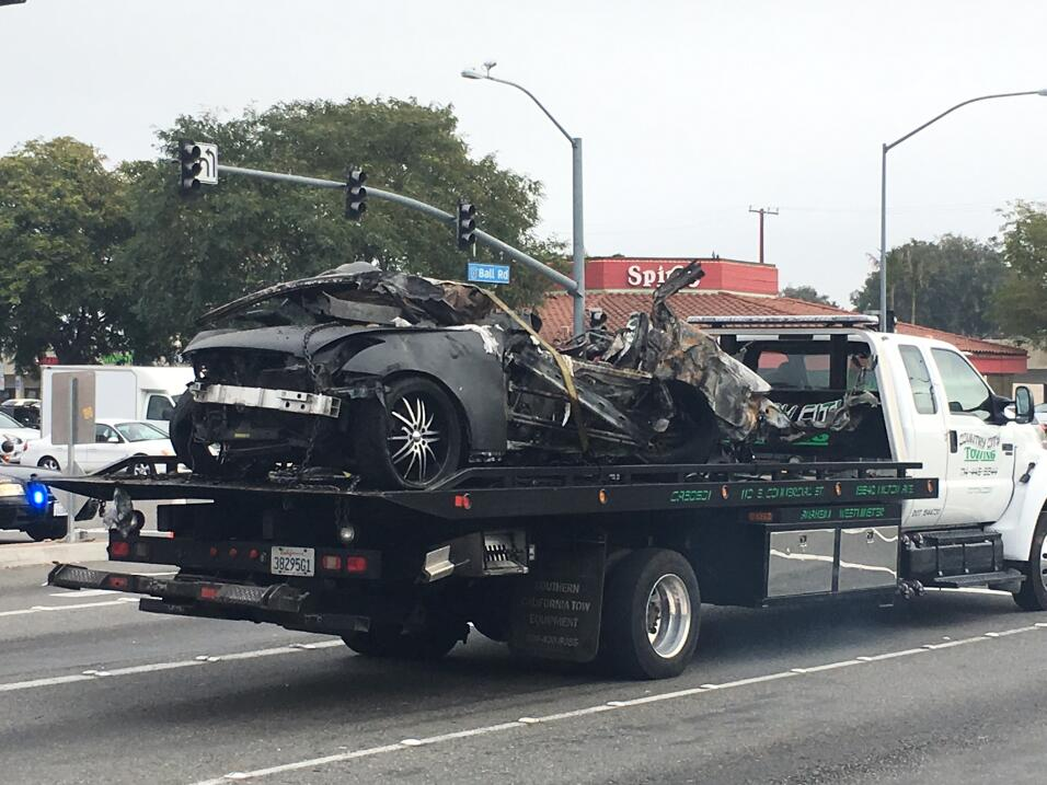 Restos del auto donde murieron dos personas luego de una carrera ilegal...