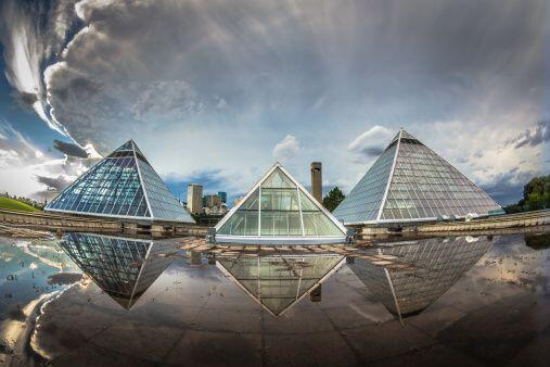 Las pirámides de latón y aluminio se consideran muy buenas para desarrol...