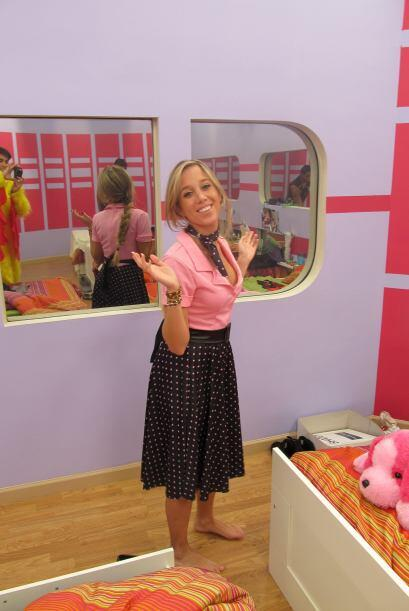 La Barbie bailó rock n'  roll con su ropa ochentera.