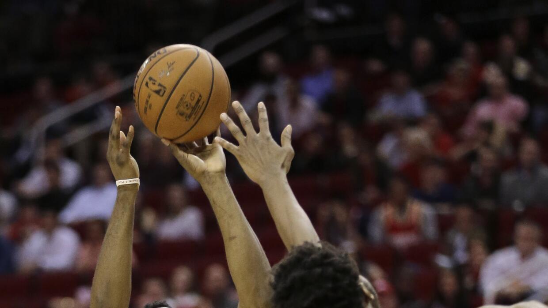 Karl-Anthony Towns tuvo 12 puntos con 16 rebotes.