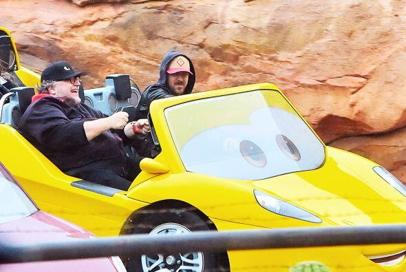 Ryan y el director de cine disfrutaron de un bonito día en Disney...