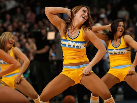 Las porristas de la NBA no sólo animan a sus jugadores sino al es...