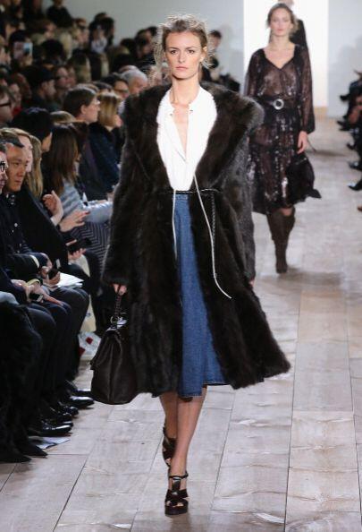 Faldas 'midi denim', chaquetas de punto 'oversize', chalecos de flecos,...