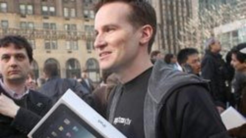 Estudiantes sin quehacer grabaron un vídeo mientras destruían una iPad c...