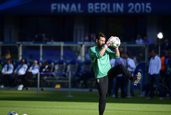 En principio tenemos a Gianluigi Buffon, uno de los jugadores más legend...