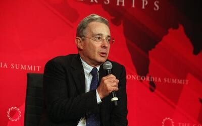 El ex presidente colombiano Alvaro Uribe Vélez buscará cre...