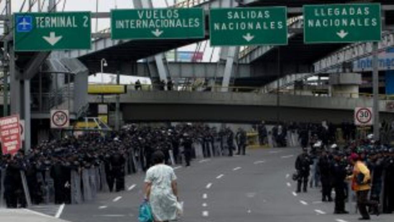 Ciudadanos afectados por manifestación en las inmediaciones del Aeropuer...