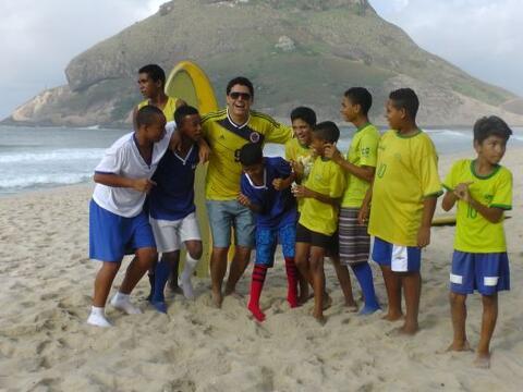 El día de hoy, Orlando y Alan fueron a las playas de Brasil para...
