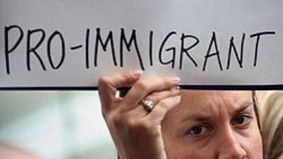 Grupos proinmigrantes exigen a Obama la destitución del jefe del ICE 98f...