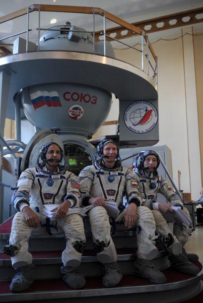 Fue seleccionado por la NASA en 2004 y completó su entrenamiento de cand...
