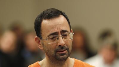 El médico Larry Nassar durante su aparición en la corte es...