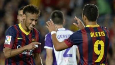 Neymar y Alexis se conjuntaron, se regalaron goles y liquidaron al Valla...