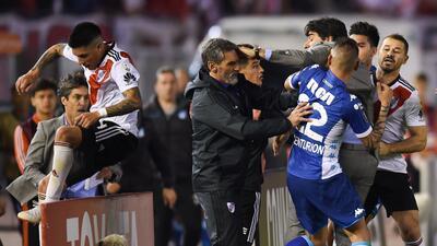 La Copa Libertadores se volvió a poner al rojo vivo: bronca en el River Plate vs Racing