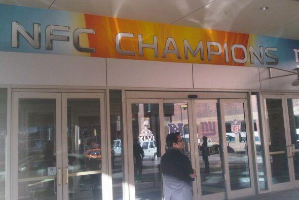 La entrada da la bienvenida a los campeones de la NFC.