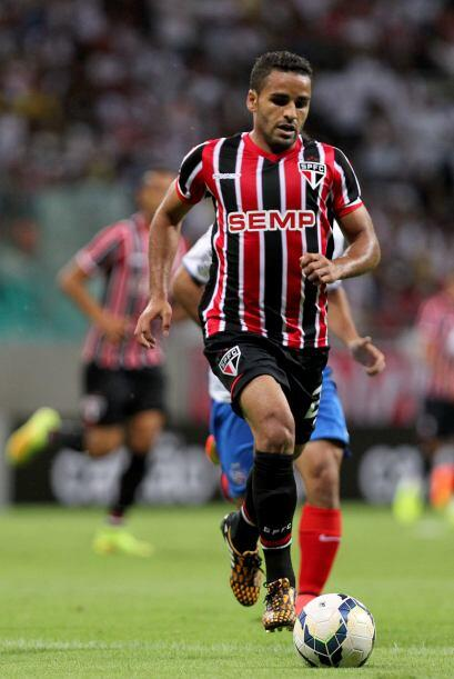 El lateral brasileño Douglas del Sao Paulo está cada vez m...
