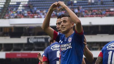 Las exigencias del Cruz Azul y su afición motivan a Roberto Alvarado para 'pelear' la titularidad