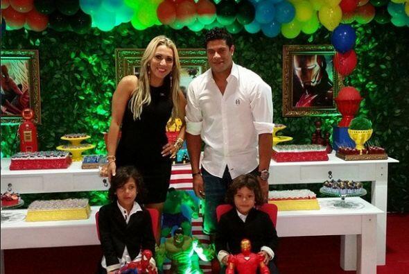 Hulk puso esta foto con su familia donde escribió: ''Mis príncipes celeb...
