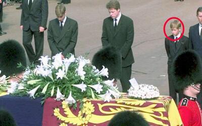El príncipe Harry tenía 12 años cuando su madre, La...