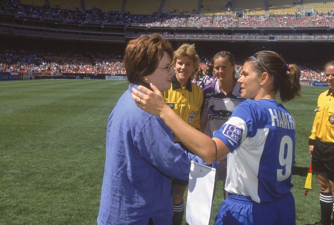 Los 45 años de Mia Hamm, 'la Pelé del fútbol femenino' GettyImages-62069...