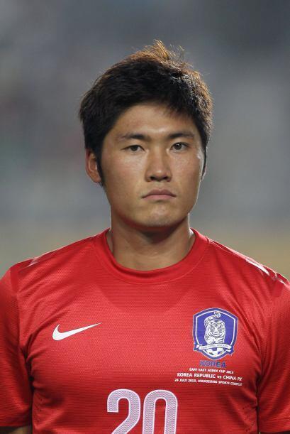 Seokho Hwang. Posición: Defensa. Fecha de nacimiento: 27 de junio de 198...