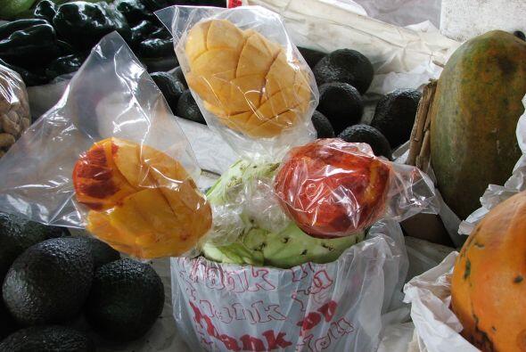 Los exhiben como en México, dentro de una bolsa plástica, como para que...