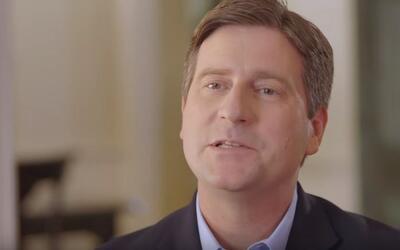 El alcalde de Phoenix, Greg Stanton, anuncia su candidatura en un video...