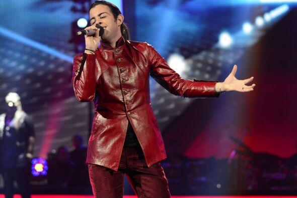 Para la tercera gala, Raúl cantó un clásico de Alejandra Guzmán.