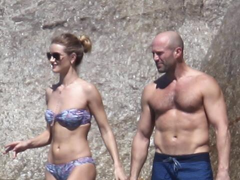 La pareja presume sus cuerpazos mientras disfrutan de Tailandia.
