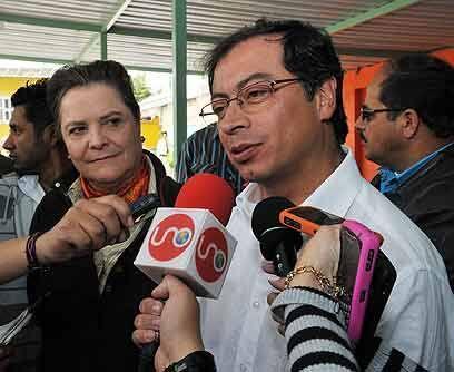 Gustavo PetroEx guerrillero del M-19, este contendiente del Polo Democrá...