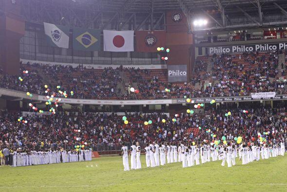 Zico, ex jugador de la selección de Brasil, organizó un partido a benefi...