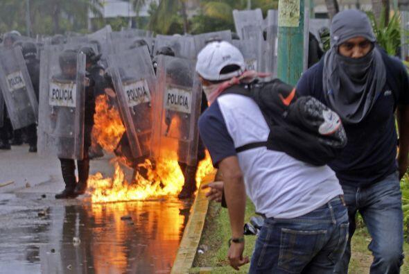 Algunos manifestantes usaron bombas molotov contra las autoridades que l...