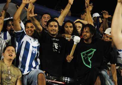 Los hondureños celebraron pronto. Los seguidores catrachos no pararon de...