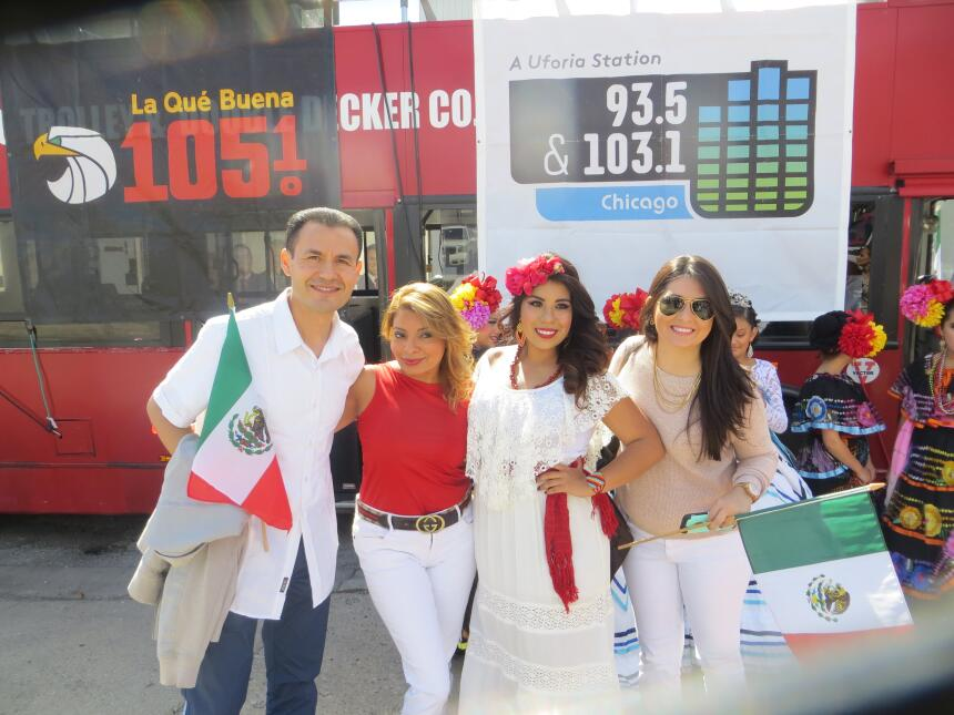 Talento de Univision dijo presente en este tradicional Desfile de La Vil...