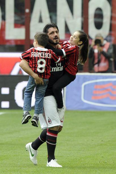 Entre ellos estaba Gennaro Gattuso, a quien vemos en compañía de sus hijos.